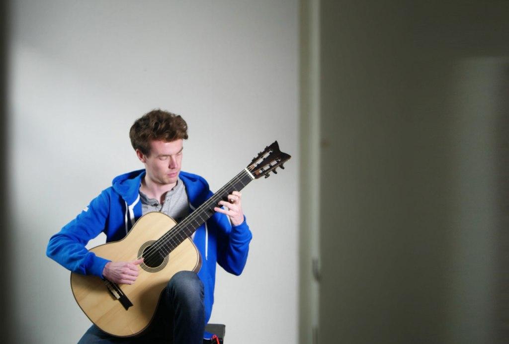 soeren alexander golz guitar gitarre spielend1